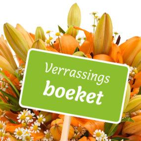 Verrassingsboeket seizoensbloemen oranje